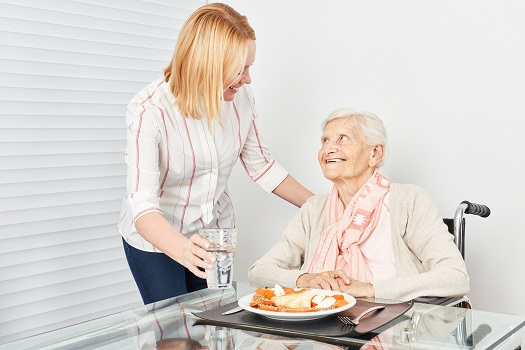 How to Feed Seniors with Dementia in Roseville, CA