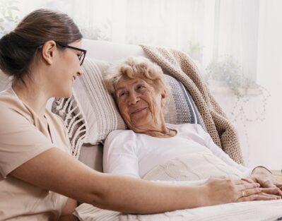 6 Advantages of In-Home Caregiver in Roseville, CA
