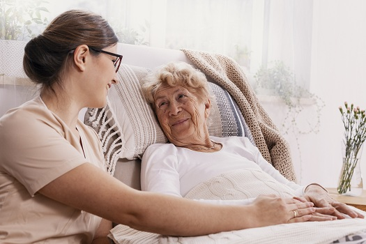6 Advantages of In-Home Caregiver in Roseville, CA